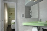 Bathroom and bedroom apartment DOS